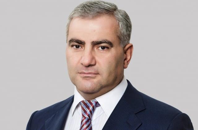 Սամվել Կարապետյանը «Հեռուստամարաթոն-2017»-ին նվի....