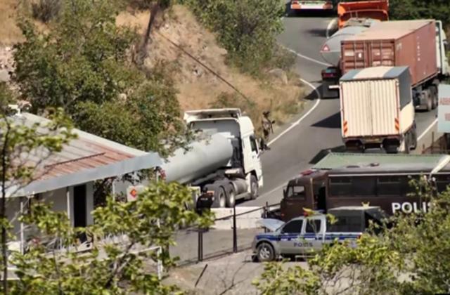 Գորիսի ելքի մոտ տասնյակ բեռնատարներ են կուտակվել, որոնց թույլ չեն տալիս անցնել Կապանի կողմ.ՀՀ ԱԱԾ–ն իրանական բեռնատարների համար ժամանակավորապես փակել է ճանապարհը